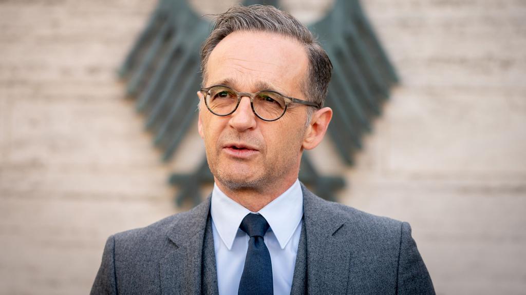 ARCHIV - 17.04.2020, Berlin: Bundesaußenminister Heiko Maas spricht während einer Pressekonferenz. Heiko Maas wirbt für Bedacht bei der Aufhebung der weltweiten Reisewarnungen. (zu dpa: «Maas gegen Schnellschüsse bei Aufhebung von Reisewarnungen») Fo