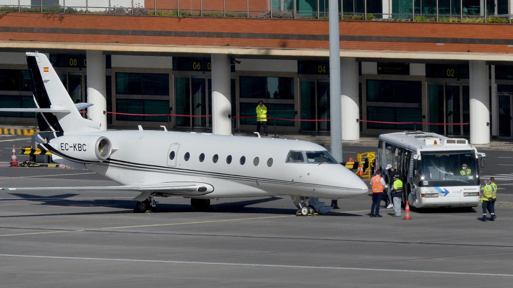 Cristiano Ronaldo leaves Madeira CR7 Leaves the region with his family and two nurses to Torino from Madeira airport in