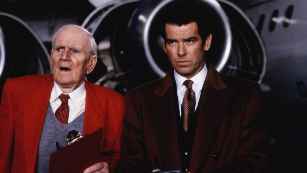 Q (Desmond Llewelyn) und James Bond (Pierce Brosnan)