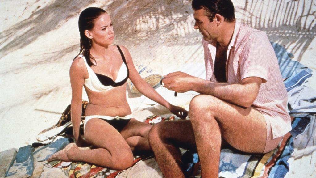"""Bond betätigt sich gern als Dominos Retter in """"Feuerball"""""""