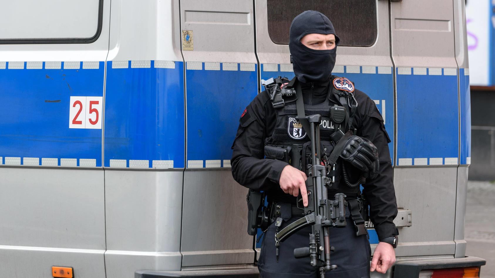 Polizeieinsatz an Berliner Schule (Foto: Motivbild)