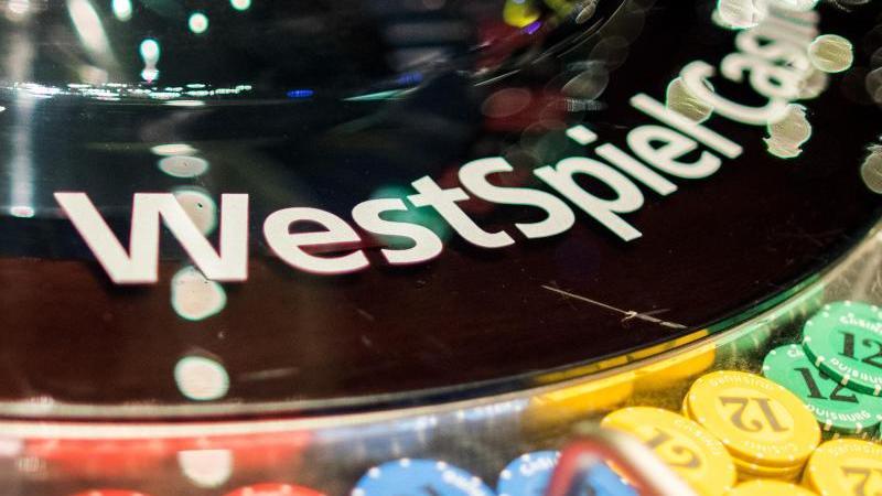 Westspiel Casino ist auf einer Abdeckung eines Roulettes zu lesen. Foto: Marcel Kusch/dpa/Symbolbild