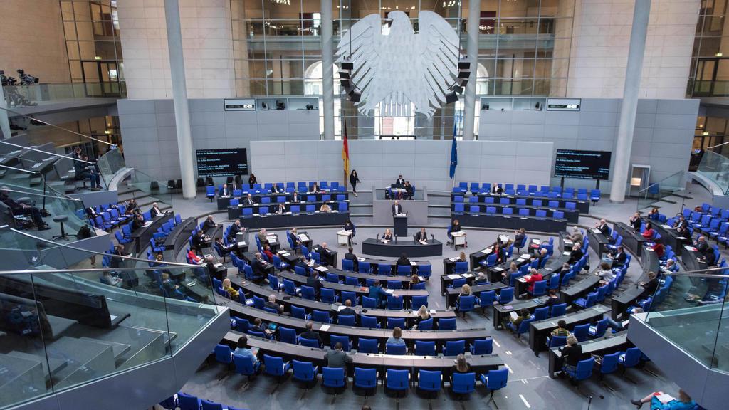Berlin, Plenarsitzung im Bundestag Deutschland, Berlin - 07.05.2020: Im Bild ist der Plenarsaal vor der Befragung der Bundesregierung im deutschen Bundestag zu sehen. Berlin Bundestag Berlin Deutschland *** Berlin, Plenary Session in the Bundestag G