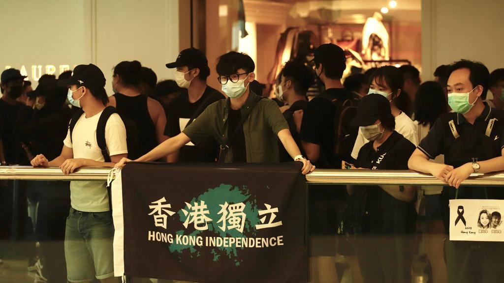 May 10, 2020, Hong Kong, CHINA: Protesters displaying HONG KONG INDEPENDENCE banner inside popular shopping arcade for Chinese Mainlanders in the urban centre.May-10,2020 Hong Kong.ZUMA/ Hong Kong CHINA - ZUMAl137 20200510zapl137006 Copyright: xLiau
