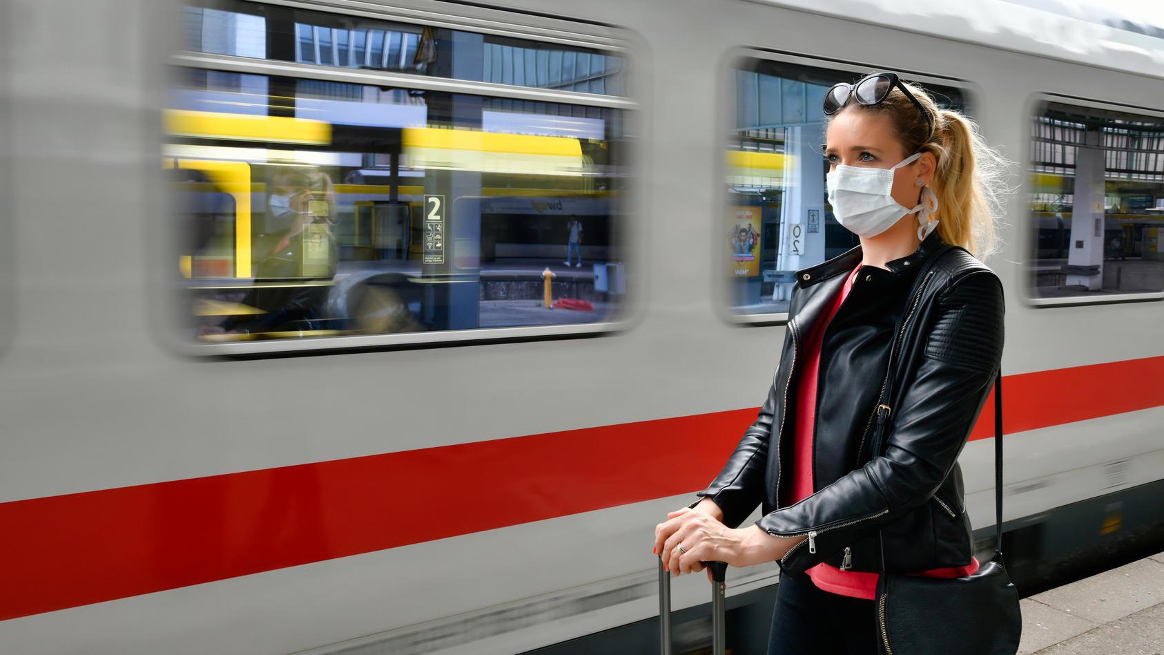 Schon vor einem Monat vermeldete die Deutsche Bahn, dass die Auslastung der Züge massiv eingebrochen ist.