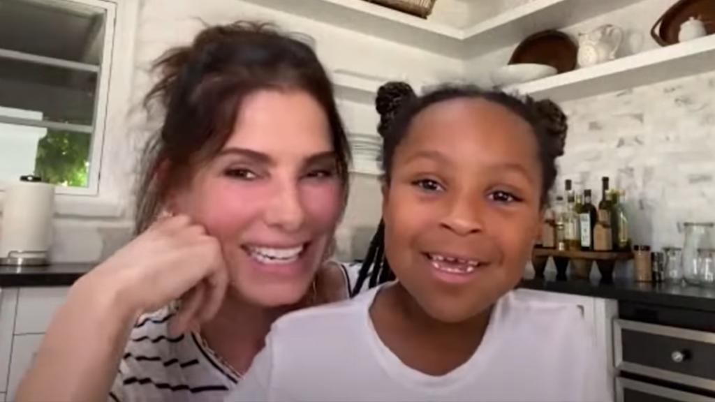 """Sandra Bullock zeigt ihre """"Superhelden""""-Tochter Laila"""