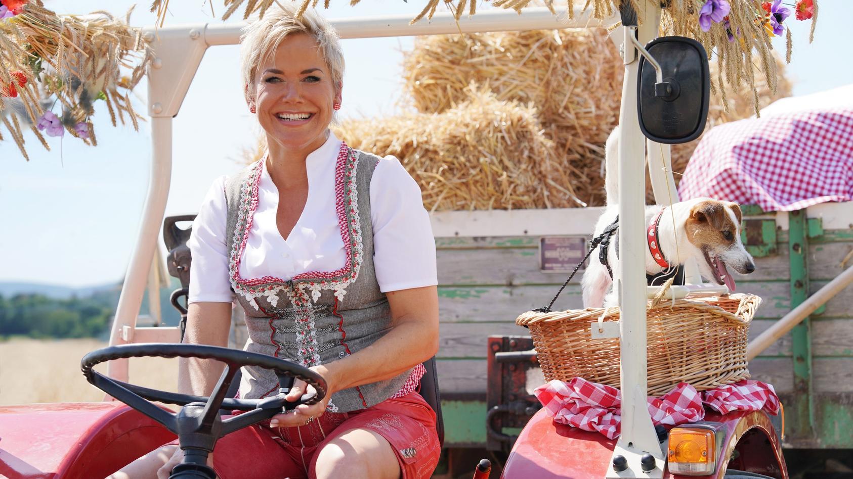 """Auch in der 16. Staffel von """"Bauer sucht Frau"""" begleitet Moderatorin Inka Bause wieder ihre Bauern auf der Suche nach der großen Liebe."""