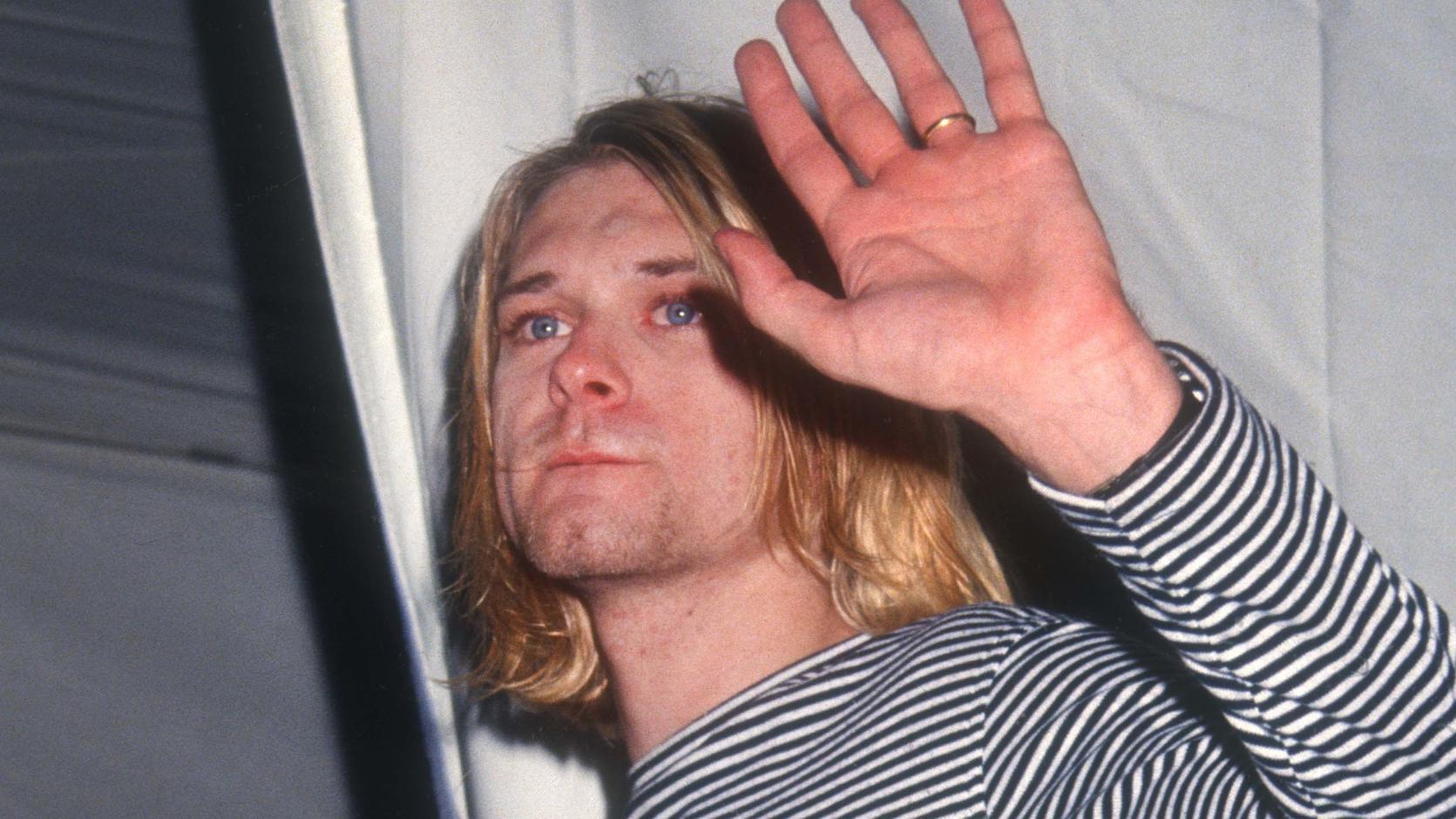 Eine Gitarre des früheren Nirvana-Frontmanns Kurt Cobain in ihrem Koffer. Das Instrument soll in Kalifornien versteigert werden. Foto: -/Julien's Auctions/dpa