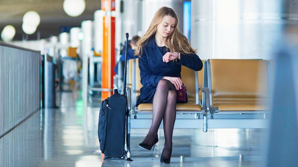 Die Warterei am Flughafen ist der unattraktive Teil an Geschäftsreisen - und die Ökobilanz