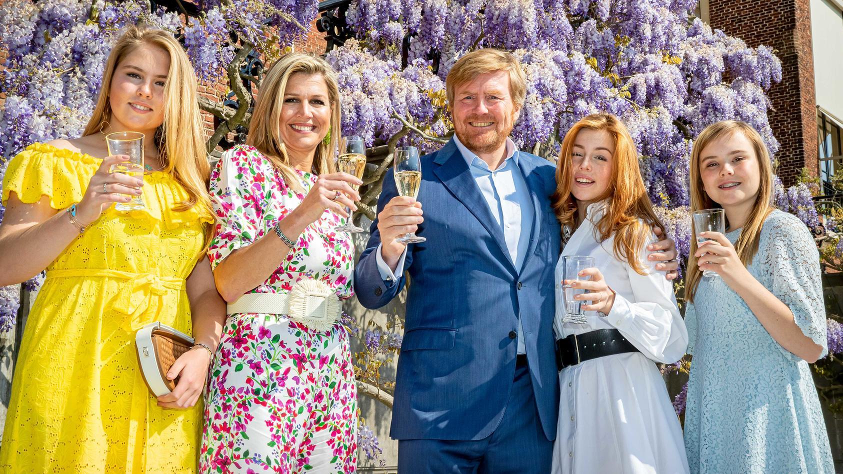Vor kurzem feierte die niederländische Königsfamilie gemeinsam den Königstag. Jetzt gibt es ein neues Foto des Eltern-Töchter-Gespanns.