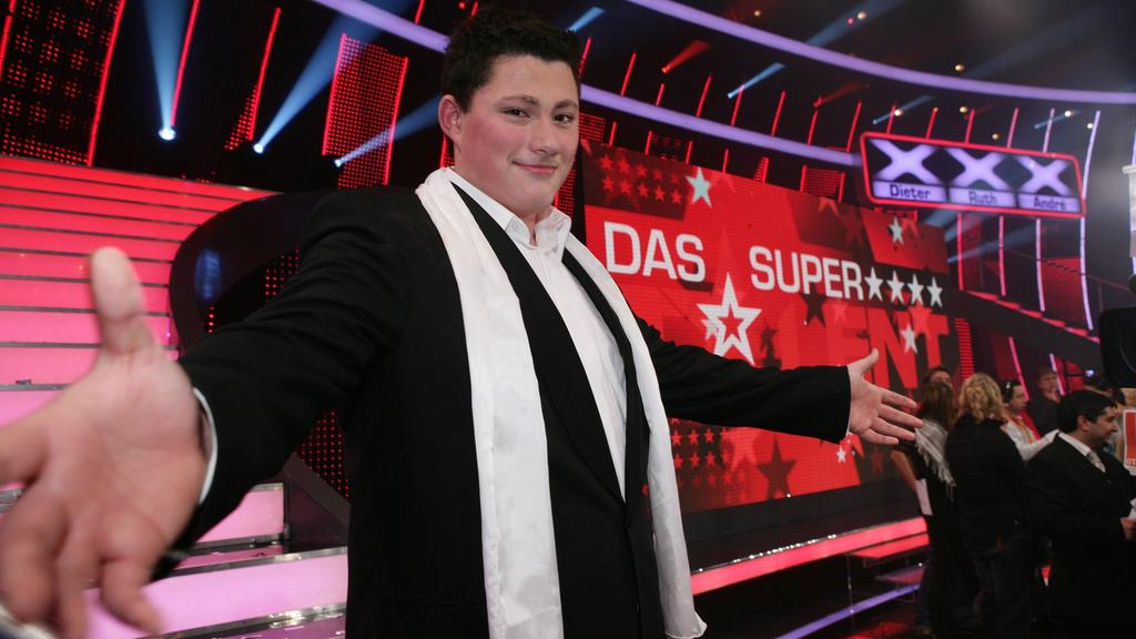 """Ricardo Marinello holt sich den Titel """"Das Supertalent"""" und gewinnt die 100.000 Euro Siegprämie."""