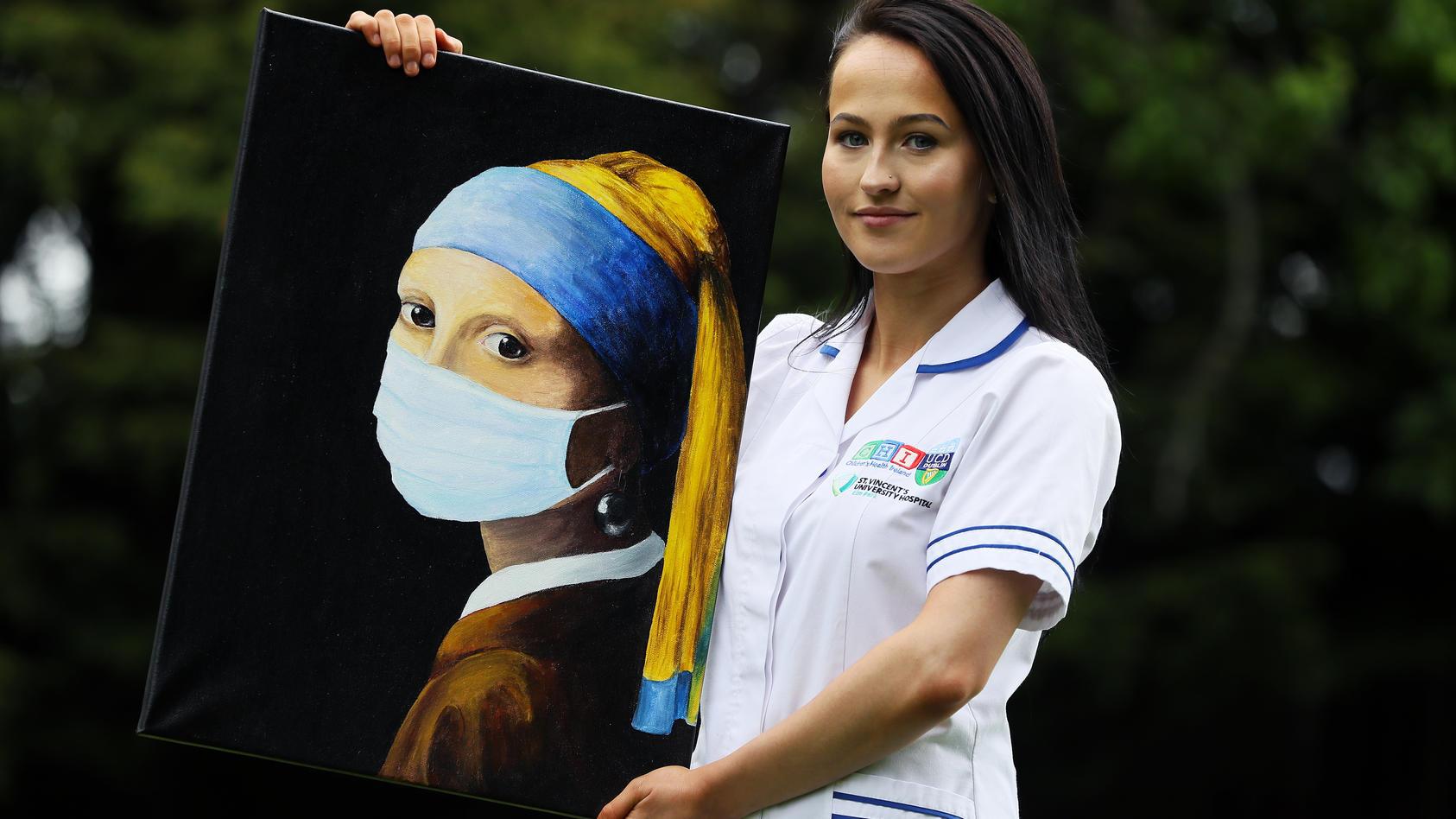 Das Mädchen mit dem Perlenohrring trägt jetzt Mundschutz - zumindest auf der Hommage von Chloe Slevin