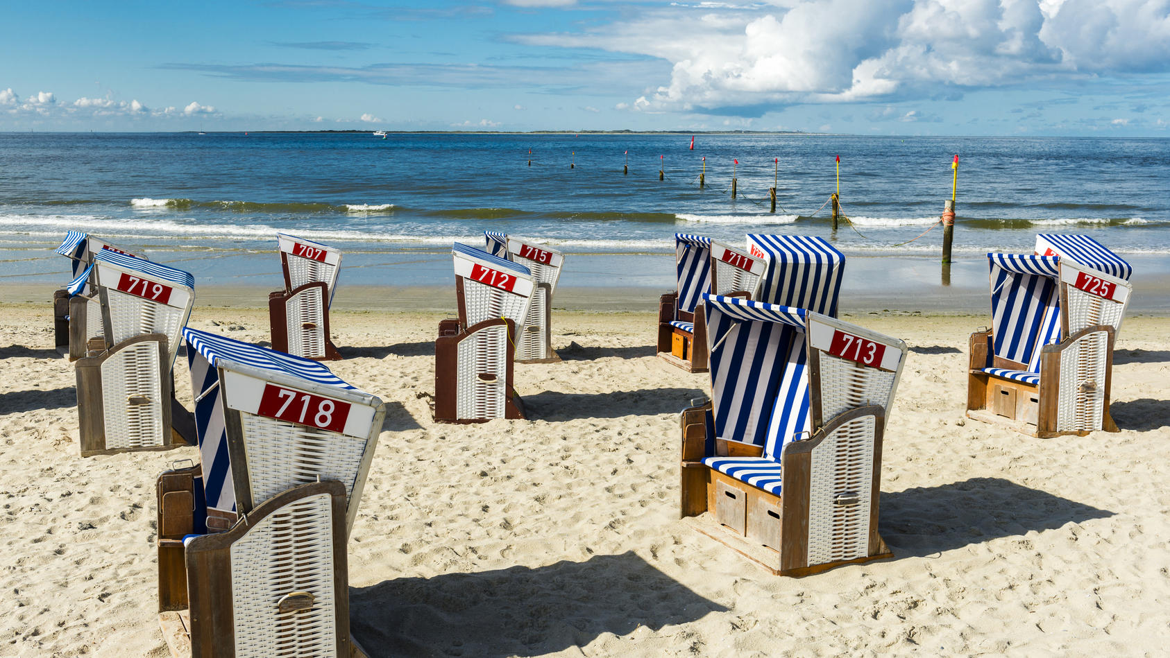 Die Strandkörbe auf Norderney werden bald wieder voll mit Touristen sein.