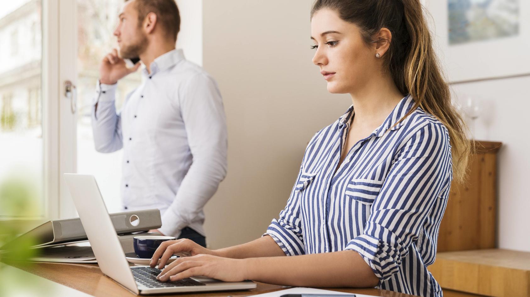 Viele Beschäftigte sind gerade von Kurzarbeit betroffen.