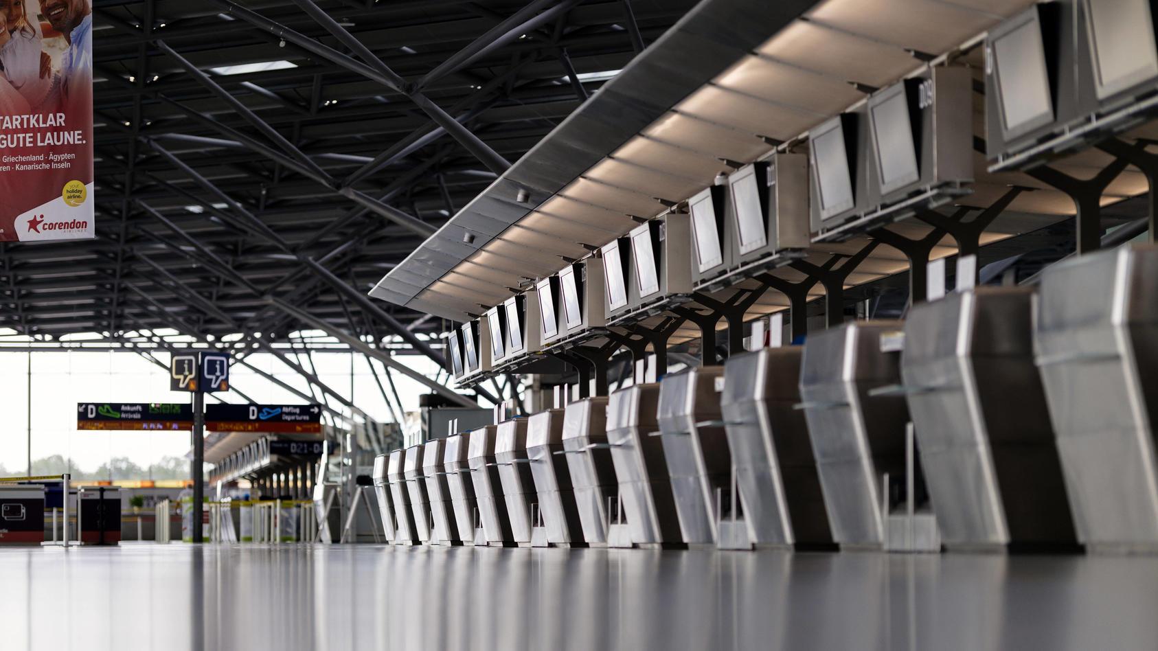 Impression vom menschenleeren Köln Bonn Airport,: Wegen der geltenden Reisewarnung fallen die meisten Flüge aus.
