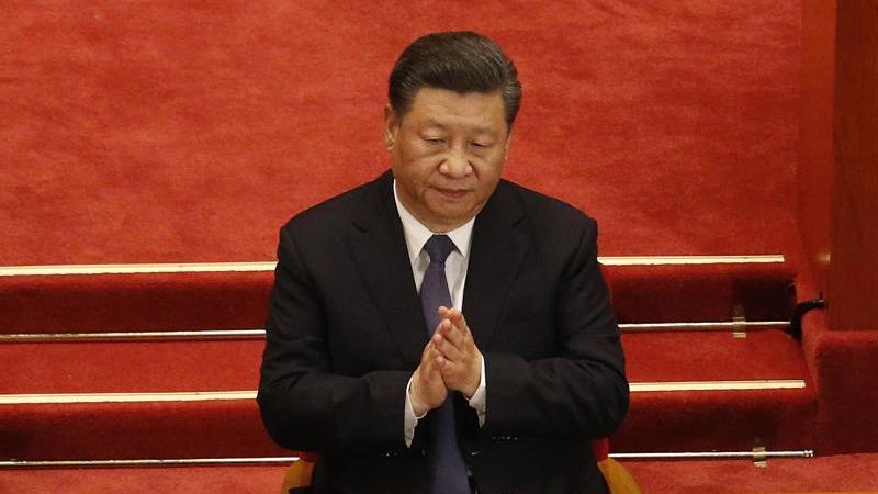 Chinas Präsident Xi Jinping bei der Eröffnungssitzung des Nationalen Volkskongresses in der Großen Halle des Volkes. Foto: Andy Wong/Pool AP/dpa