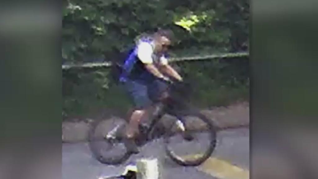 Mit diesem Foto sucht die Polizei nach dem geflüchteten Radfahrer.