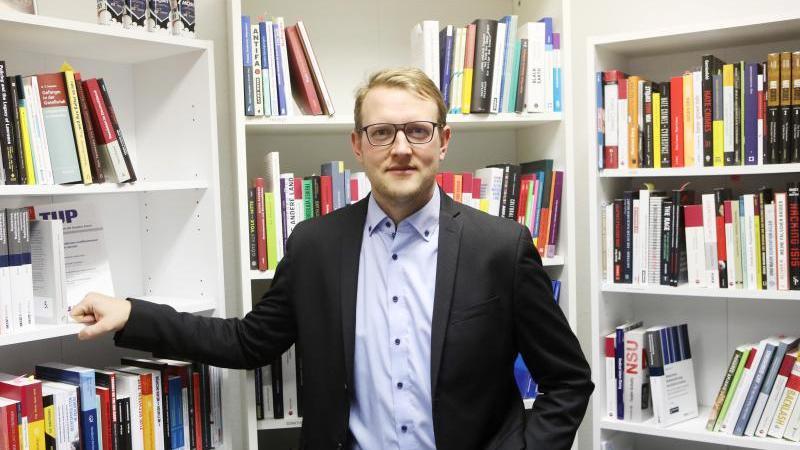 Dr. Matthias Quent, Direktor des Institutes für Demokratie und Zivilgesellschaft (IDZ). Foto: Bodo Schackow/dpa-Zentralbild/dpa/Archivbild