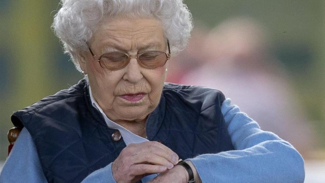 Die Queen ist derzeit im Schloss isoliert.