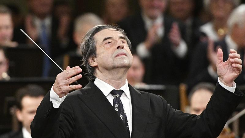 Dirigent Riccardo Muti beim Neujahrskonzert 2018 der Wiener Philharmoniker. Foto: Hans Punz/APA/dpa
