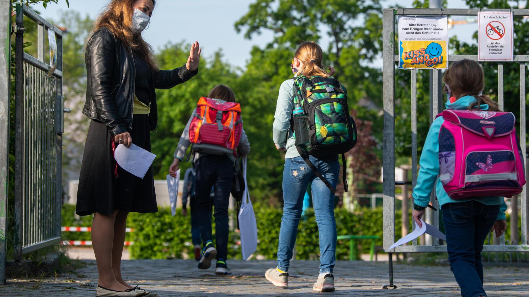 Eltern in Sachsen müssen täglich eine Gesundheitsbestätigung ausfüllen, wenn ihr Kind eine Grundschule oder Förderschule besucht.