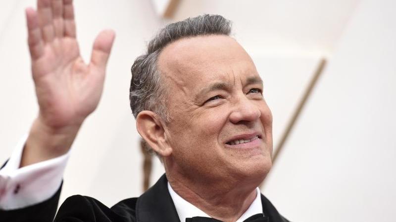 Tom Hanks kommt im Februar zur 92. Verleihung der Academy Awards in das Dolby Theatre in Los Angeles. Hanks und seine Frau Rita Wilson waren im März unter den ersten Prominenten, die ihre Erkrankung mit dem Coronavirus öffentlich gemacht hatten. Foto: Jor