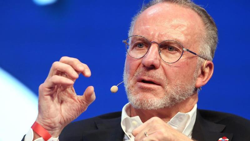 Bayern Münchens Vorstandsvorsitzender Karl-Heinz Rummenigge ist gegen die Veröffentlichung von Spielergehältern. Foto: Roland Weihrauch/dpa