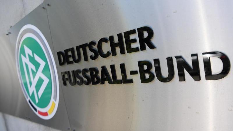 Zum Thema zweigleisige 3. Liga gibt es seit Wochen heftige Diskussionen. Foto: Arne Dedert/dpa