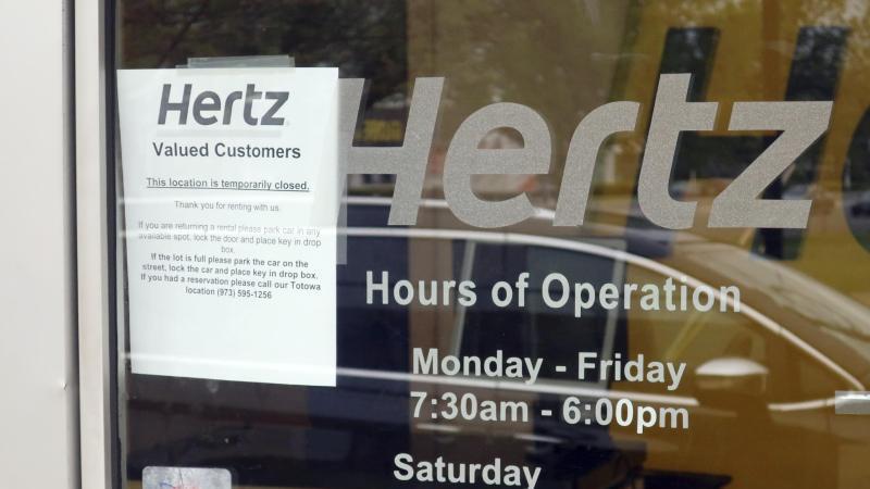 Hertz ist einer der größten Leihwagenfirmen weltweit und vermietet Fahrzeuge unter anderem auch unter den Firmennamen Dollar und Thrifty. Foto: Ted Shaffrey/AP/dpa