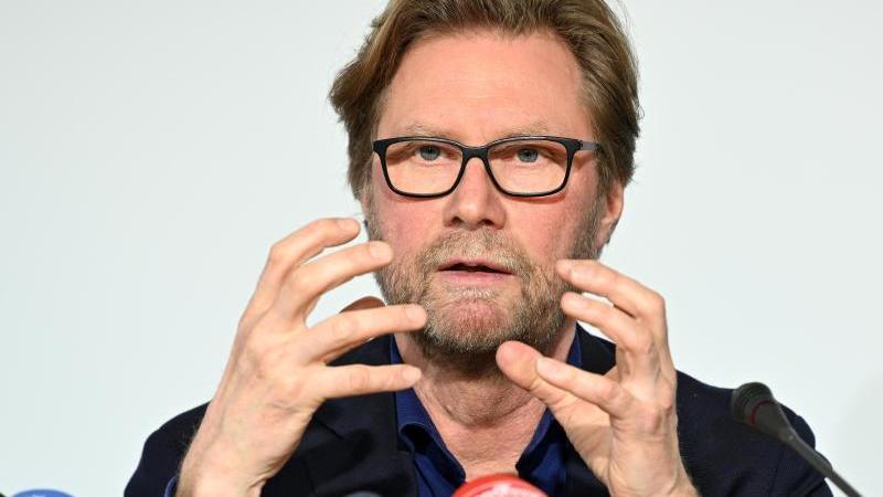 Dirk Adams (Bündnis 90/Die Grünen), Migrationsminister in Thüringen,spricht. Foto: Martin Schutt/dpa-Zentralbild/dpa/Archivbild