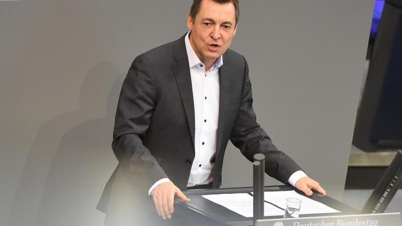 Torsten Herbst (FDP) spricht während einer Sitzung des Deutschen Bundestags. Foto: Sonja Wurtscheid/dpa/Archivbild