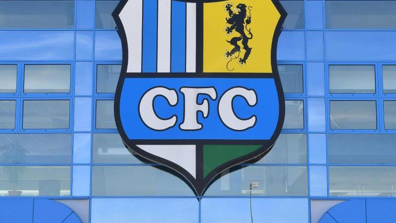 Das Vereinslogo des Chemnitzer FC. Foto: Hendrik Schmidt/zb/dpa/Archivbild