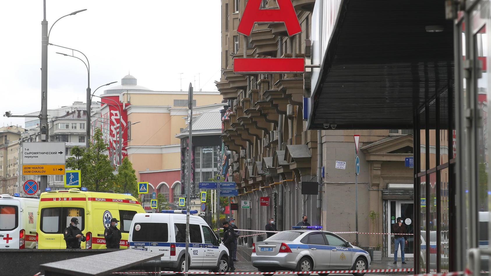 Eine Geiselnahme in einer Bankfiliale in Moskau ist glimpflich zu Ende gegangen.