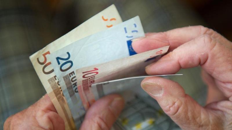 Die Ausgaben der Rentenversicherung summierten sich 2019 auf insgesamt 319 Milliarden Euro. Foto: Marijan Murat/dpa