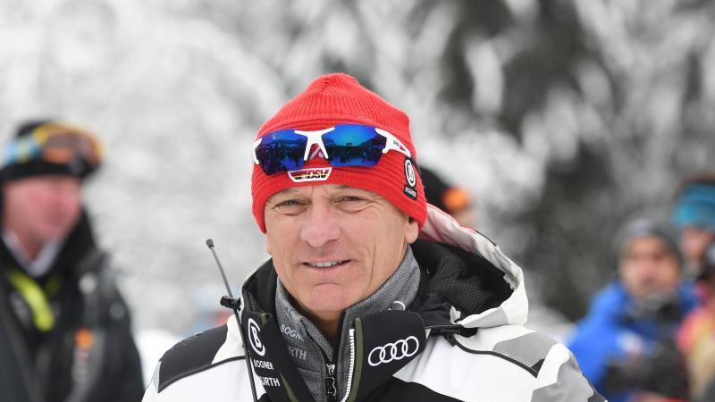 Maier steht beim Riesenslalom des Ski alpin Weltcups im Zielraum. Foto: Maximilian Haupt/dpa/Archivbild