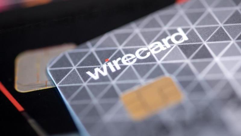 Eine Kreditkarte des Bezahldienstleister Wirecard liegt in einem Showroom des Unternehmens auf einem Tisch. Foto: Sven Hoppe/dpa/Archivbild
