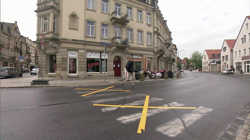 Falscher Zebrastreiien in Dresden-Strehlen