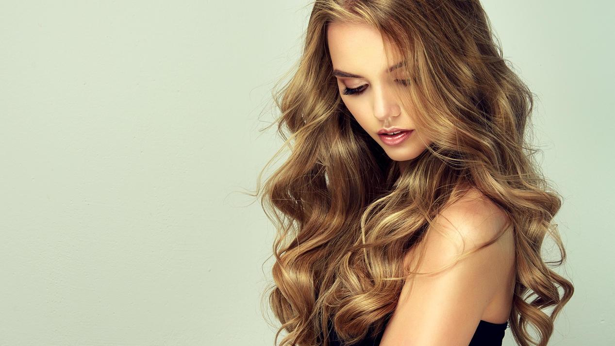 So glänzend hätten wir's alle gern - besonders schwierig mit trockenem Haar