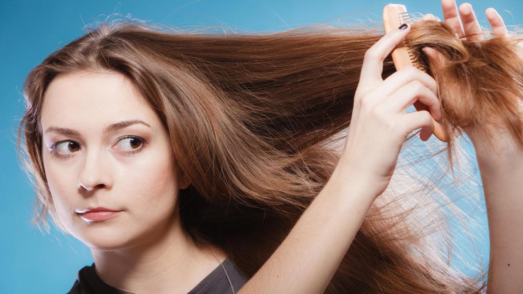Trockene Haare benötigen eine besondere Pflege - ÖkoTest nimmt sie unter die Lupe
