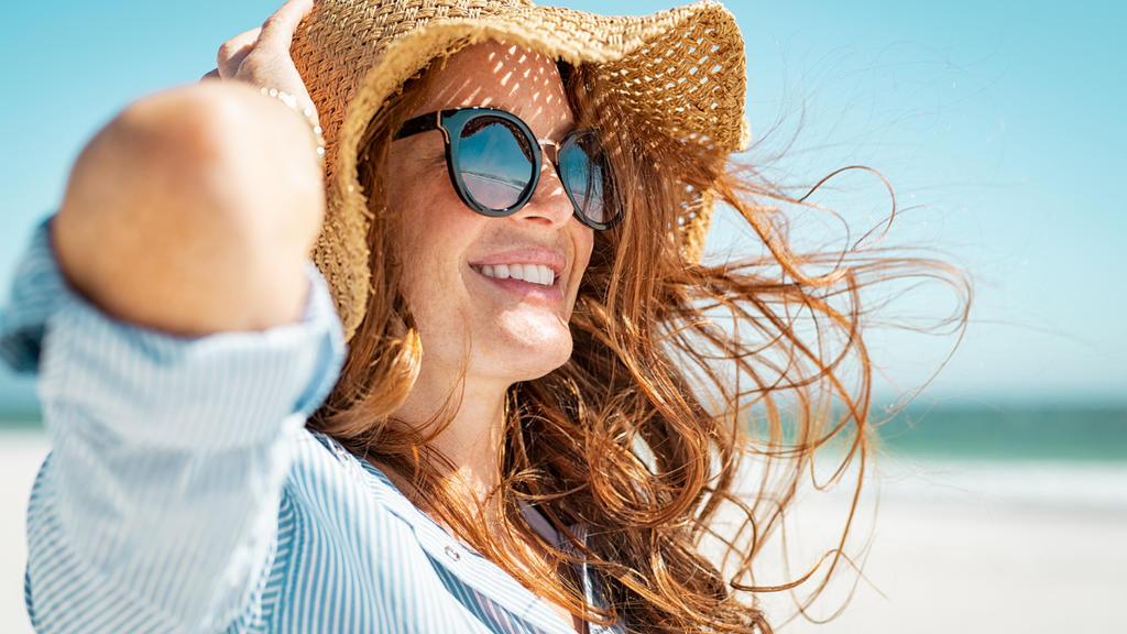 Besonders im Sommer brauchen die Haare Schutz und Pflege