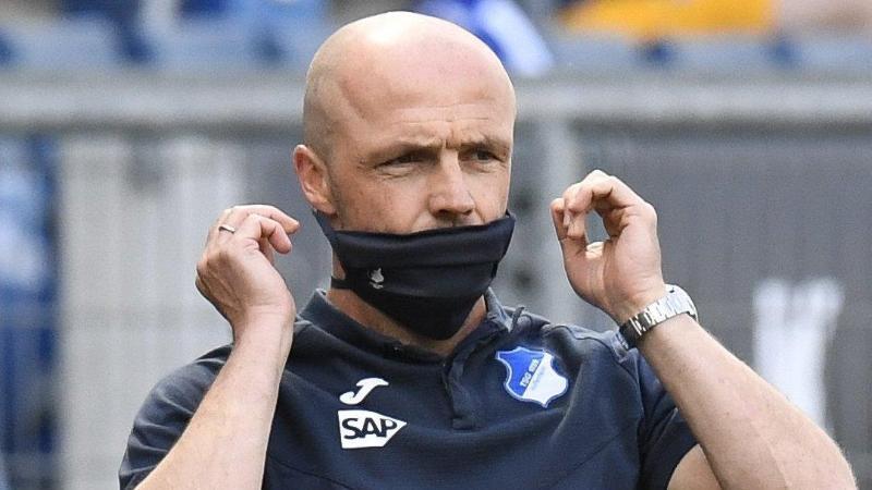 Alfred Schreuder, der Trainer von Hoffenheim. Foto: Thomas Kienzle/AFP/POOL/dpa/Archivbild