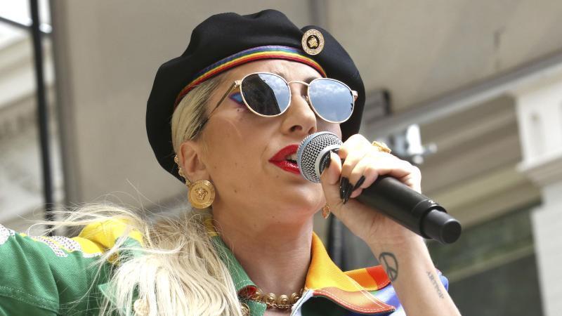 Die Sängerin Lady Gaga kündigt Regen an. Foto: Greg Allen/Invision/AP/dpa