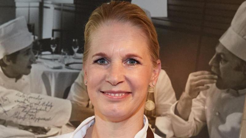Cornelia Poletto liebt ihren Beruf. Sie steht gern am Herd. Foto: picture alliance / dpa