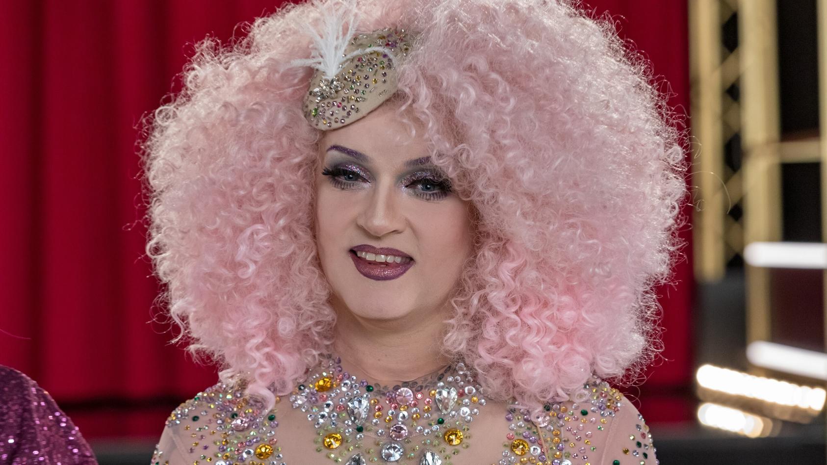 Sheila Wolf als funkelnde Drag-Queen.