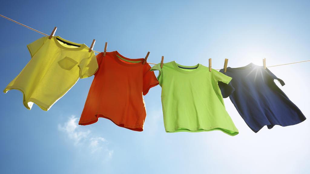 Umweltfreundliche Wäschepflege - auch das geht mit Essigessenz.