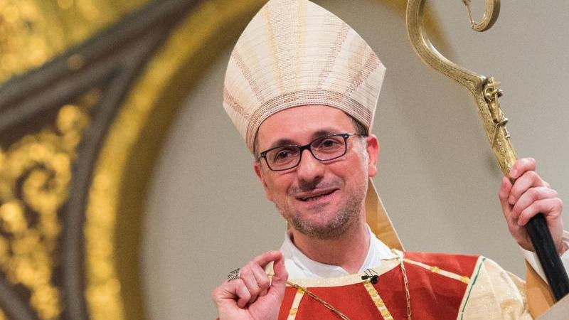 Erzbischof Stefan Heße spricht im Sankt Marien-Dom. Foto: Daniel Bockwoldt/dpa/Archivbild