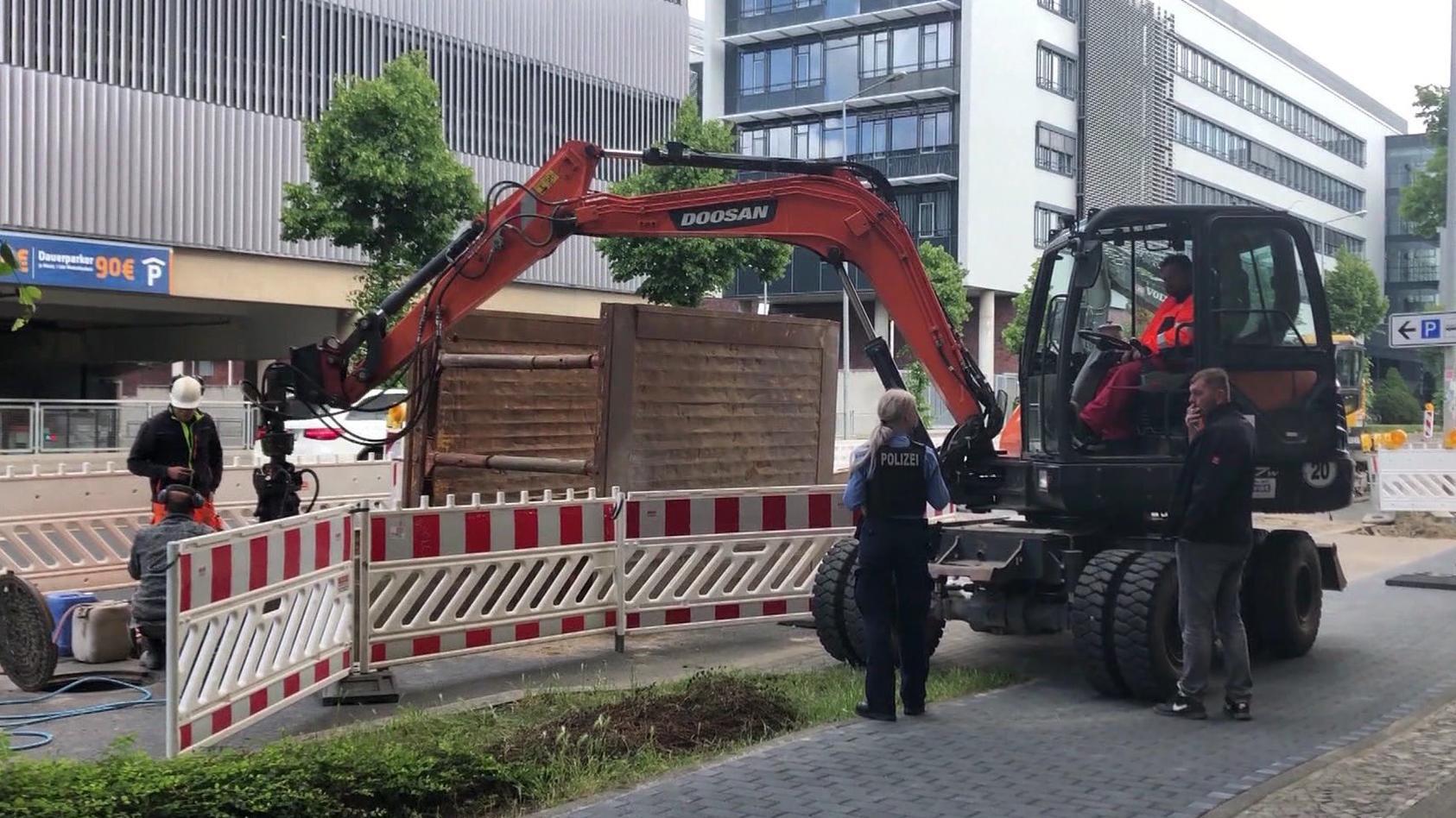 Bei Bauarbeiten stieß man im Leipziger Zentrum auf zwei Objekte.