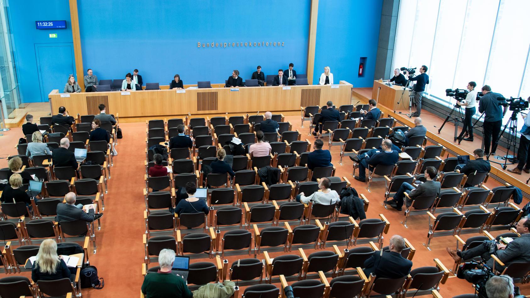 Wo steht Deutschland in der Corona-Krise? Im Haus der Bundespressekonferenz stehen Regierungssprecher Rede und Antwort.