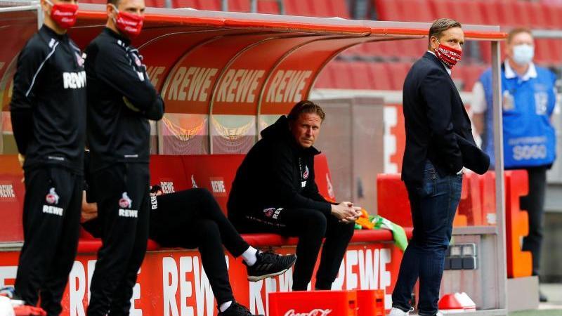 Nach vier sieglosen Spielen in Serie sieht Trainer Gisdol keine bedrohliche Situation für den 1. FC Köln. Foto: Thilo Schmuelgen/Reuters-Pool/dpa/Archivbild