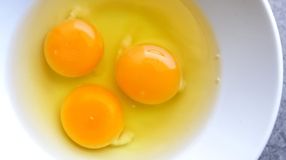 Die Hagelschnüre sind bei diesen Eiern deutlich zu erkennen.